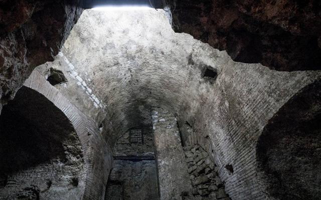 L' Acquedotto romano sotto i palazzi della Sanità