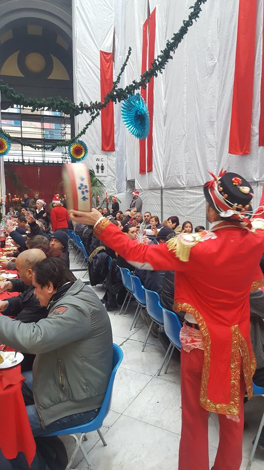 Natale di solidarietà nella Galleria Principe di Napoli