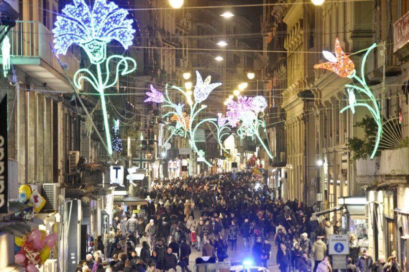 Napoli accende le sue Luminarie, magia e luci al Centro Storico