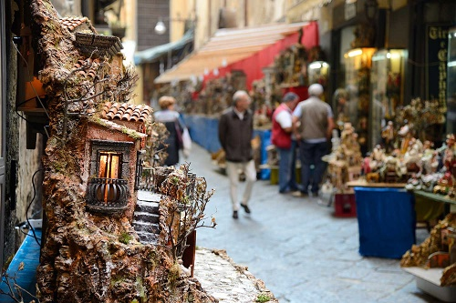 Natale a Napoli: si allarga l'isola pedonale al centro storico