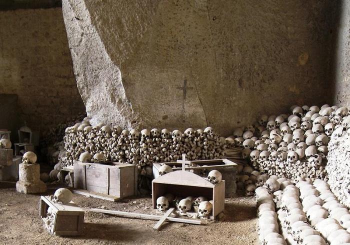 Cimitero delle Fontanelle – Visita guidata