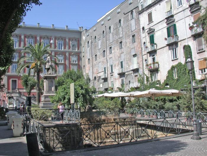 Visita guidata – 'Scoprire il centro storico dalle mura greche a via Duomo'.
