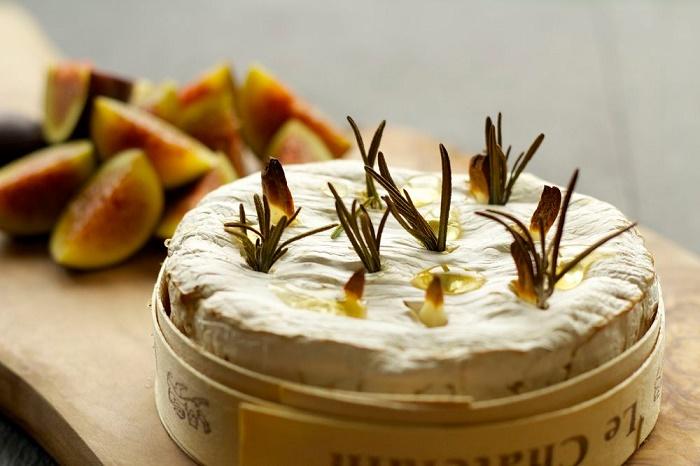 Happy hour francese con champagne e formaggi d'Oltralpe
