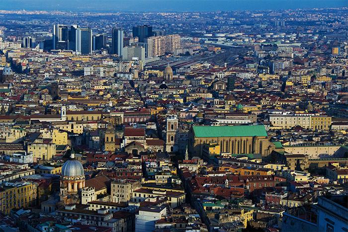 """""""Sfoglia Napoli"""" – La guida per scoprire Napoli attraverso le sue trasformazioni storiche e monumentali"""