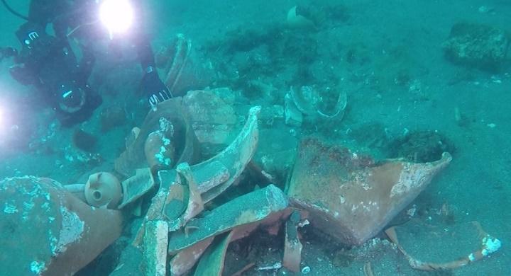 Napoli e i suoi tesori: un carico di terracotta del '700 ritrovato nei fondali di Posillipo