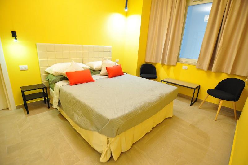 Delco Naples Rooms & Suites