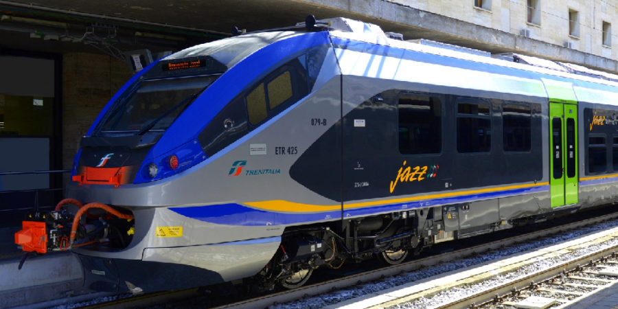 """Operativi i due nuovi treni """"Jazz"""" nelle aree metropolitane di Napoli e sulle linee di collegamento con Salerno e Caserta"""